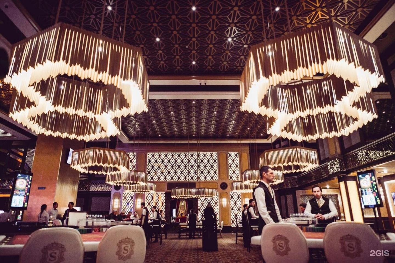 Настольный набор казино в деревянном кейсе