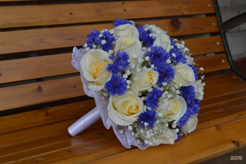 Пять лет, свадебные букеты из хризантем и васильков