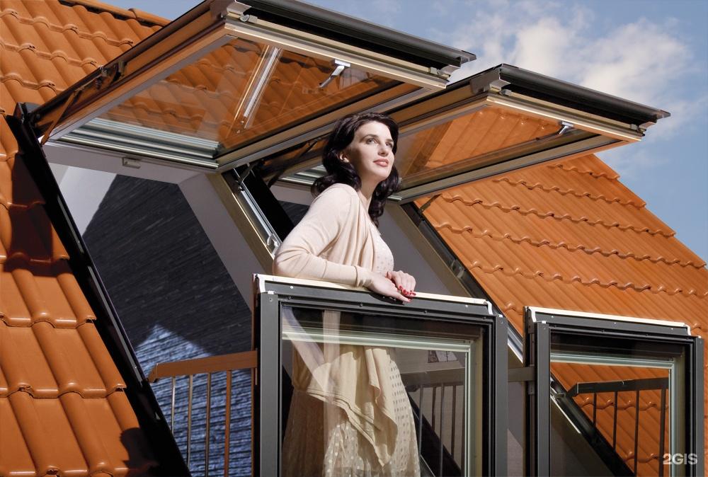 Окно - балкон в мансарде.